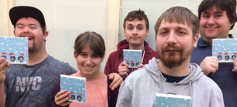 Young people with xmas cards.JPG