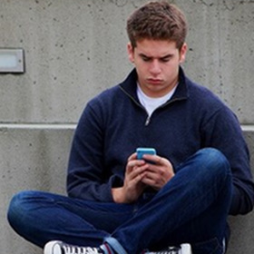 texting-1999275_1920.jpg